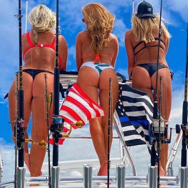 три девушки с удочками