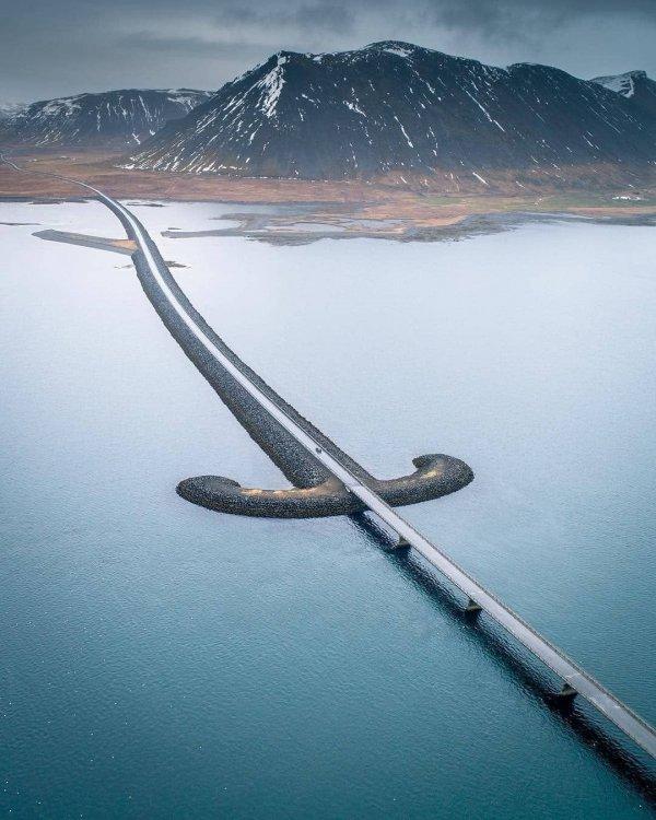 Мост-сабля в национальном парке Снэйфеллснес, Исландия