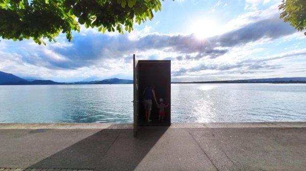 Вход в подводную обсерваторию в Цугском озере, Швейцария