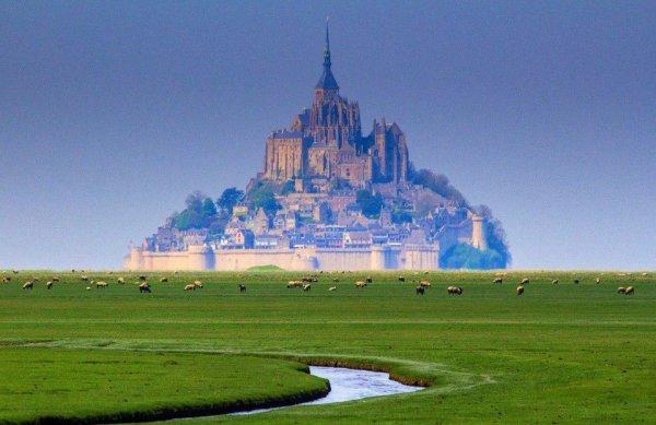 Остров-крепость Мон-Сен-Мишель, Франци