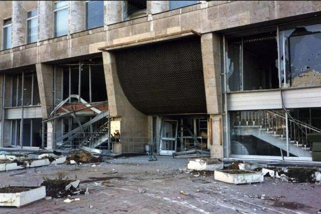 Телецентр после путча. Москва, 1993 год.
