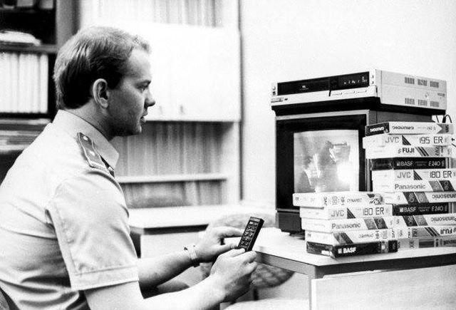 Инспектор столичной таможни проверяет конфискованные видеокассеты, 1991 год