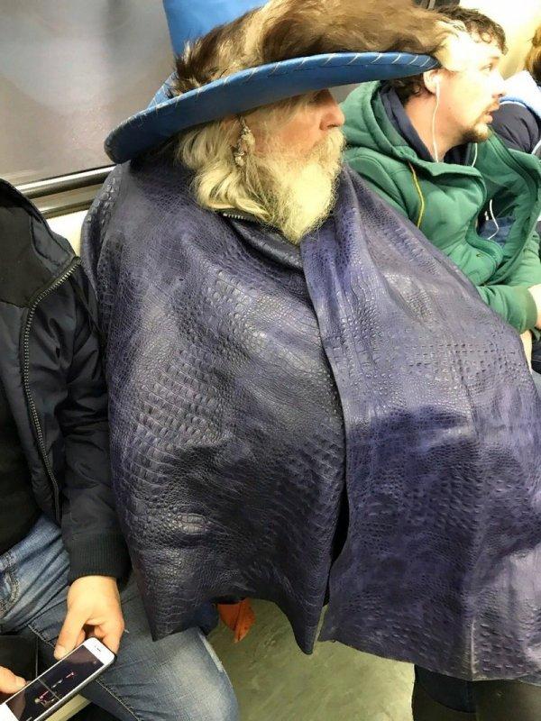 мужчина в шялпе
