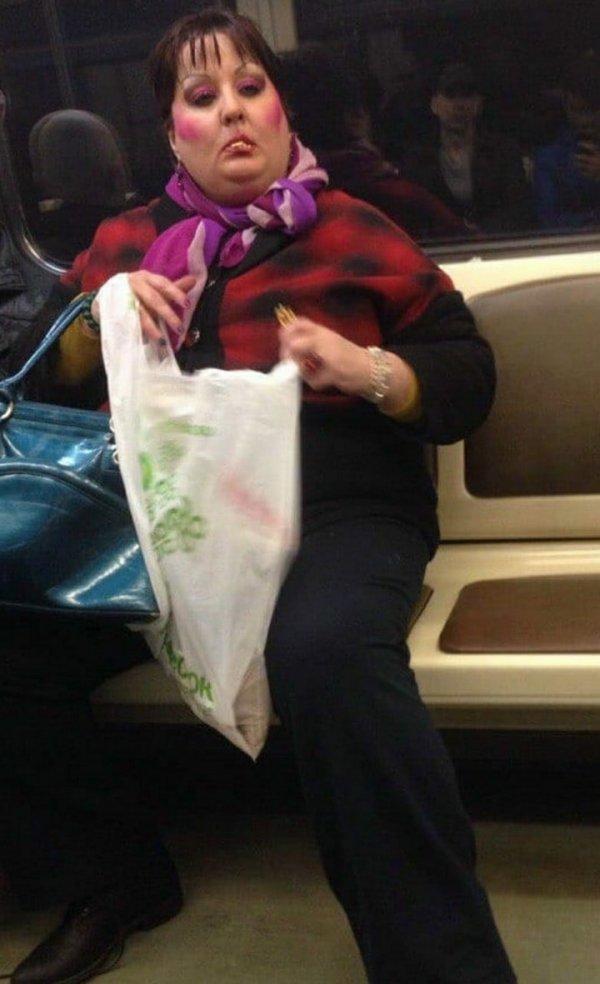 женщина с пакетом