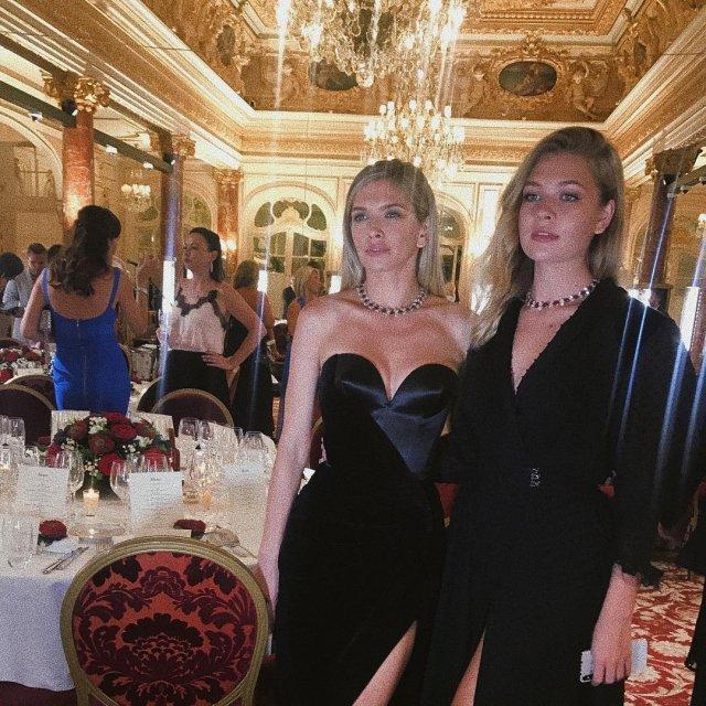 Вера Брежнева и Соня Киперман на светском рауте в вечерних платьях