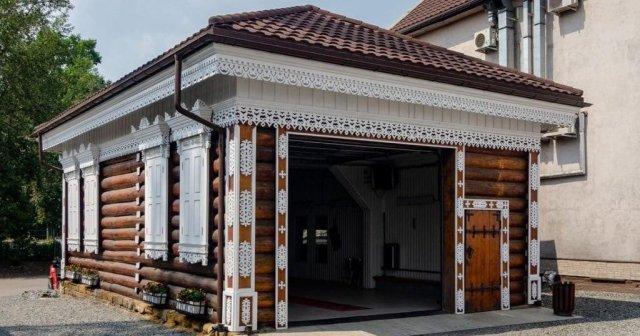 В Иркутске решили не заморачиваться и (!!!) переделали деревянный особняк 1908 года в автомойку.