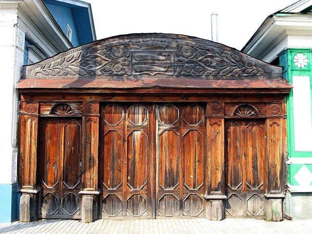 Городец, Нижегородская область.Резные ворота дома графини Паниной, также известные как«Ворота с рыбами».