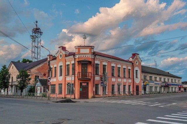 Дом купца Токарева в Старой Руссе. Отец и его четыре сына держали мастерскую, где делали великолепные рессорные тележки.