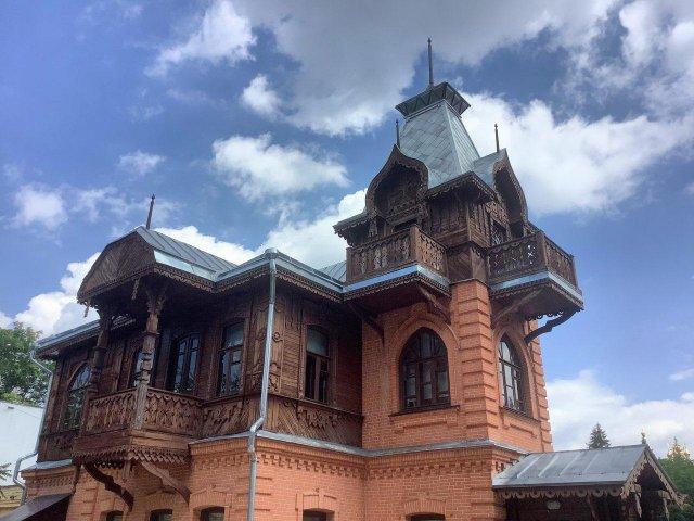 В этом доме в Кисловодске в 1918 году появился на свет и провёл самые ранние годы Александр Солженицын.