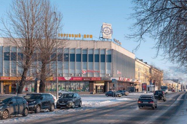 Торговый центр «Карелия» в Петрозаводске. Построен по проекту ленинградского филиала института Гипроторг. Вошел в число лучших сооружений РСФСР 1967 года.
