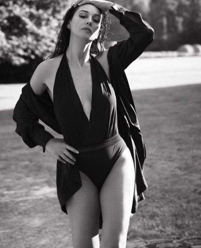Моника Беллуччи в черном боди