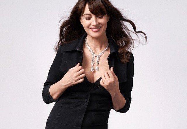 Моника Беллуччи в черном костюме