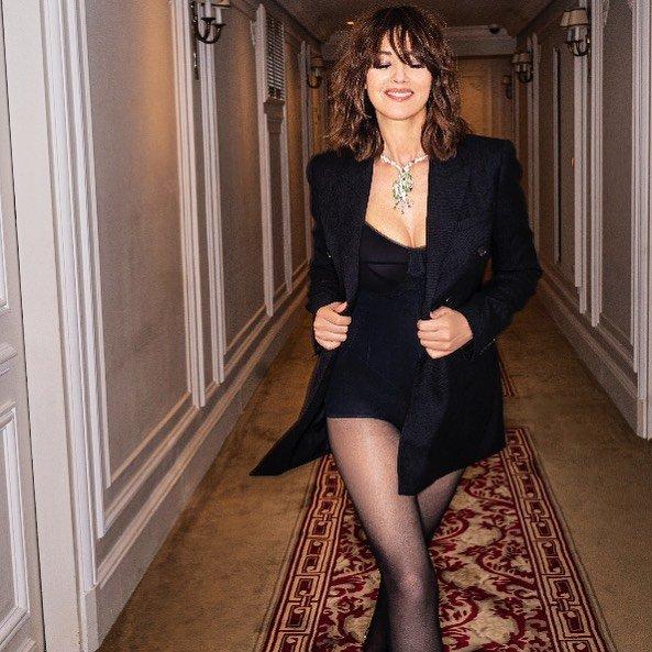 Моника Беллуччи в черной одежде