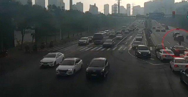 Автомобили и дорога в Китае