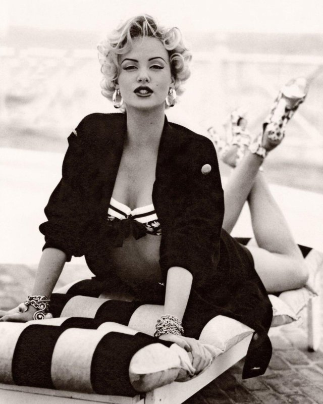 18–летняя Шарлиз Терон в образе Мэрилин Монро, 1993 год.