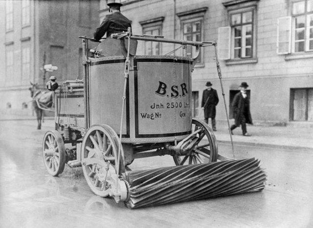 Электрическая машина для подметания улиц. Берлин 1907