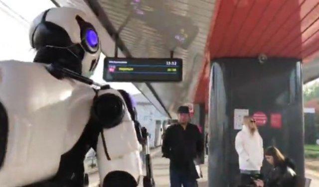 """Якобы """"робот"""" раздает бесплатные маски"""