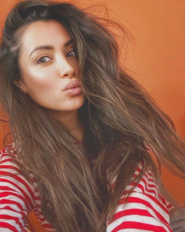 Новая девушка Ильи Прусикина из Little Big - Ксения Красовская в полосатой кофте