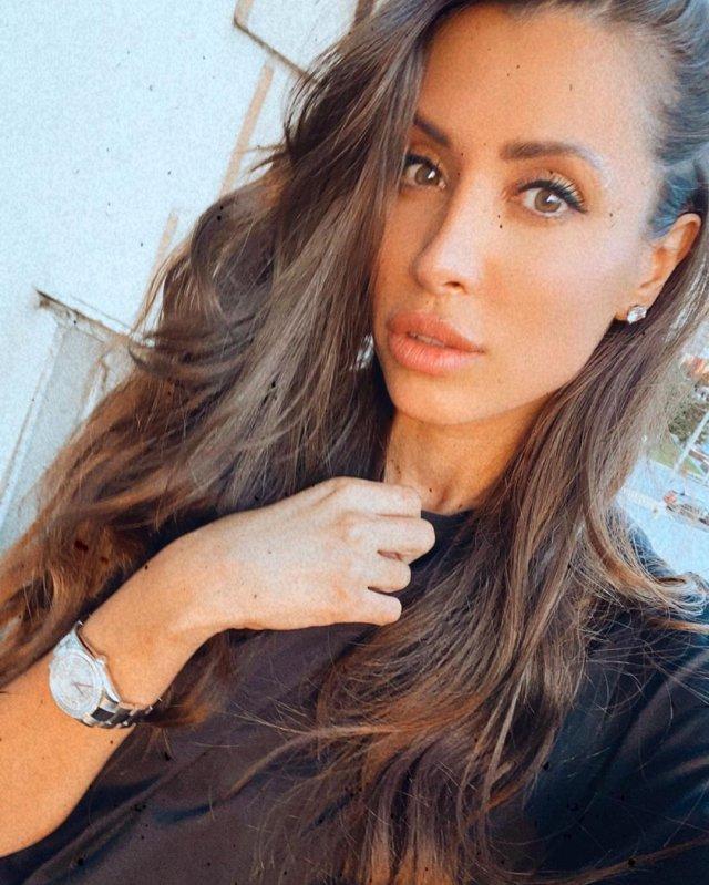 Новая девушка Ильи Прусикина из Little Big - Ксения Красовская в черной футболке с часами