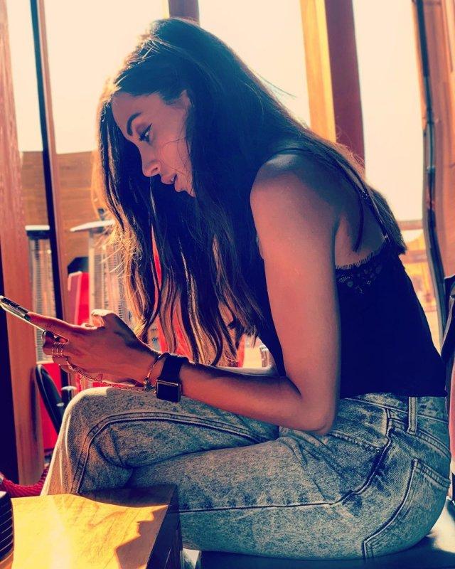 Новая девушка Ильи Прусикина из Little Big - Ксения Красовская в черной кофте с джинсами