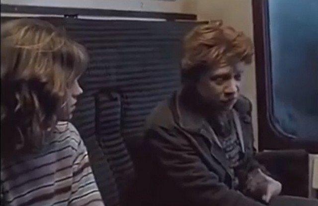 Эмма Уотсон в роли Гермионы и Руперт Гринт в роли Рона Уизли в фильме о Гарри Поттере