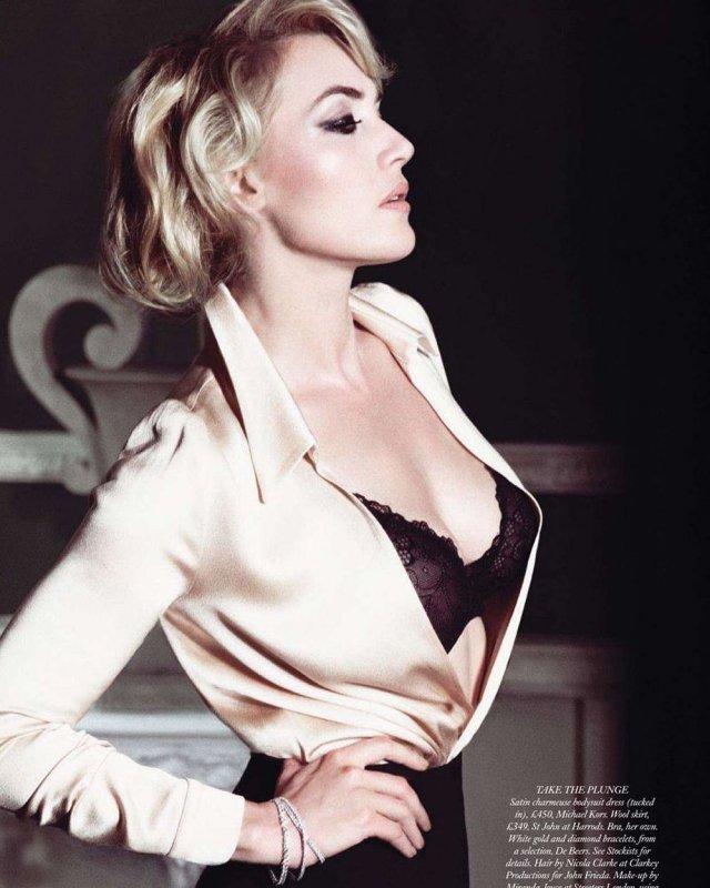 Кейт Уинслет в черном нижнем белье и белой блузке