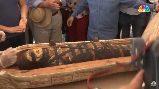 Мумия из саркофага