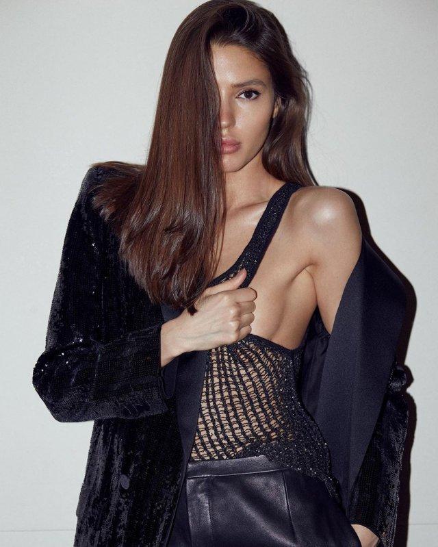 Виктория Короткова в вечернем платье