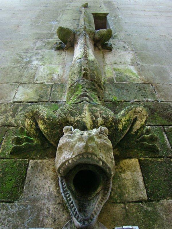 Сливная труба в замке Пьерфон, XIV–XV век, Франция