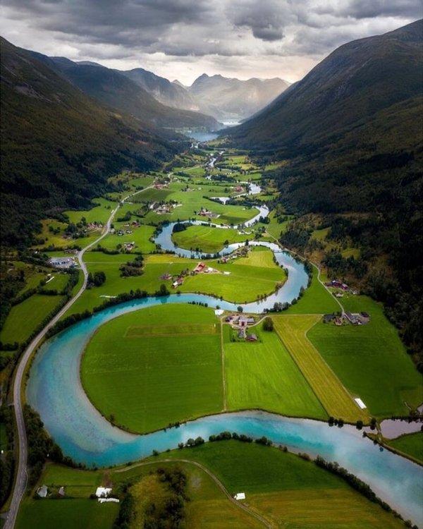Стрюн - коммуна в губернии Согн-ог-Фьюране в Норвегии