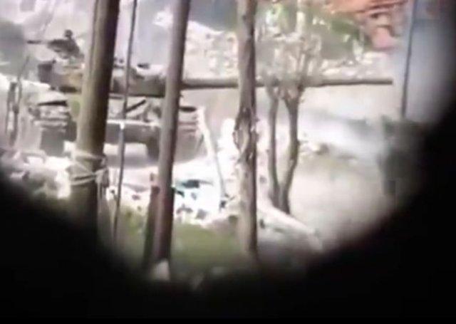 Если не удалось подбить танк с первого раза, то лучше убегать - видео с эпичным финалом