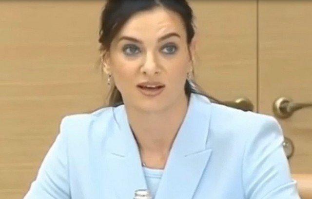 Елена Исинбаева в голубом пиджаке