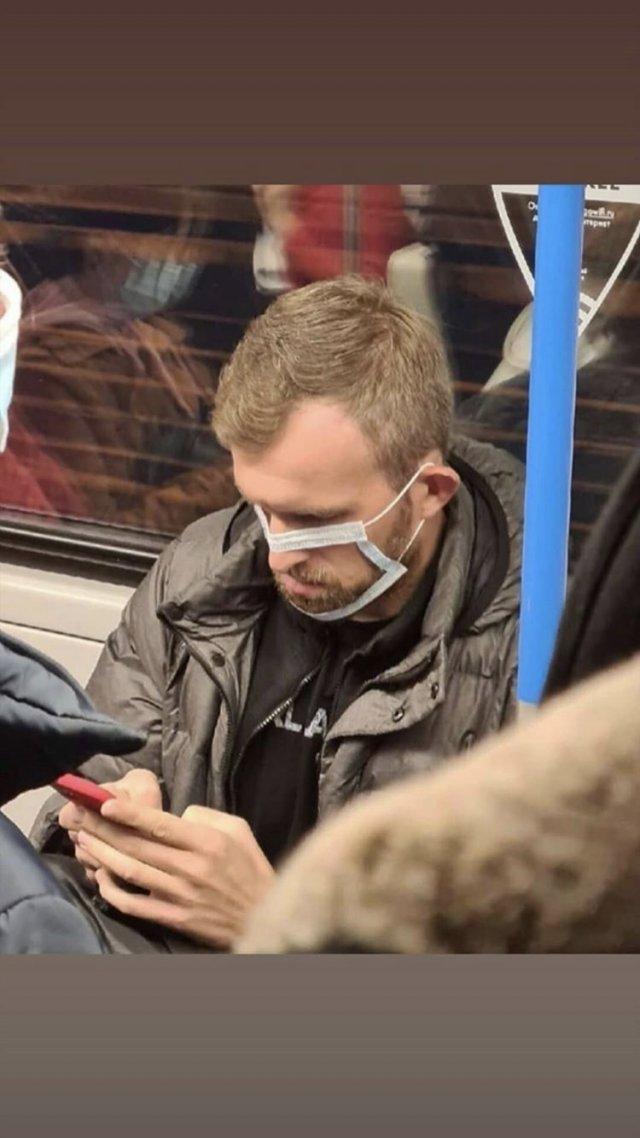 Умелец  в маске из метро