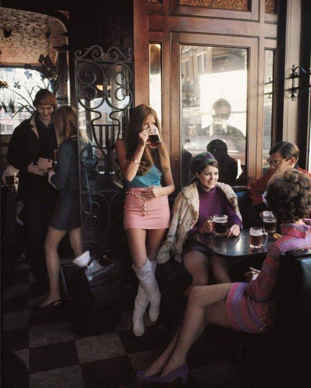 Лондонский паб в 1960-х годах.