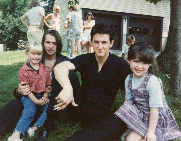 Гарри Олдмэн и Шон Пенн с детьми, 1980-е