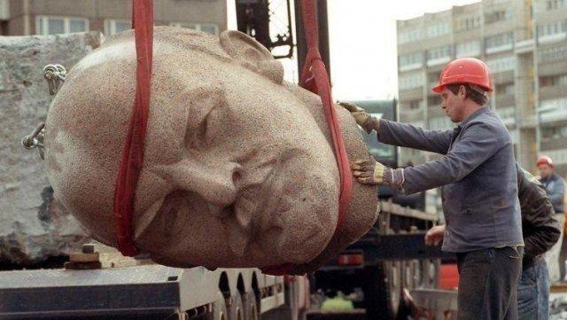 Начало конца эпохи. Демонтаж памятника Ленину. Берлин, 1991 год.