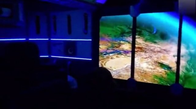 Необычная комната отдыха, выполненная в стиле космического корабля из будущего