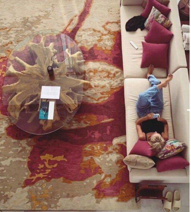 Настя Ивлеева отдыхает в номере люкс-отеля