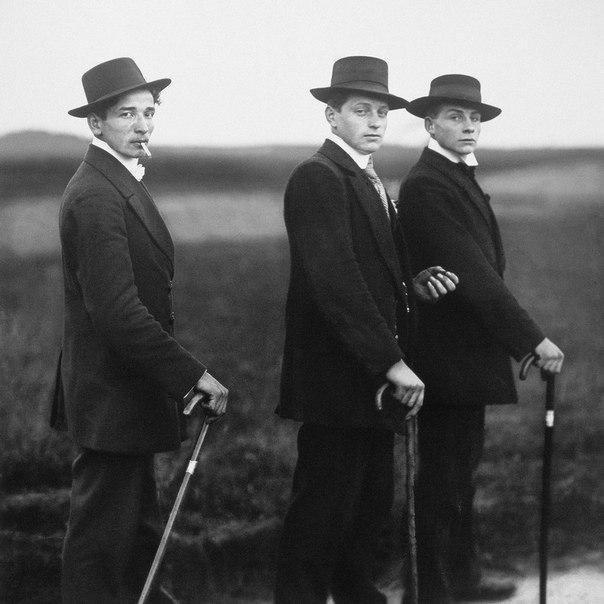 Молодые фермеры собрались на танцы. 1914 год.
