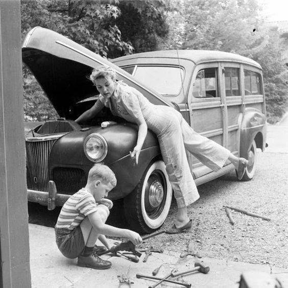 Ремонт автомобиля всей семьей, 1940-е