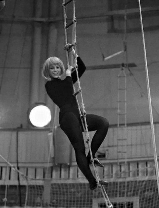 Наталья Варлей на арене цирка, 1967 год