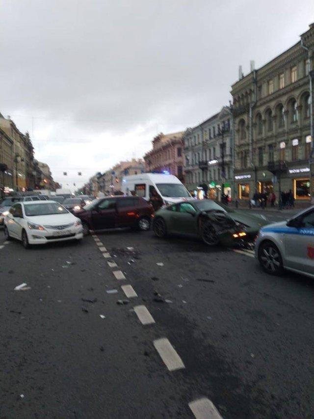 Люксовая авария в Петербурге с участием Porsche
