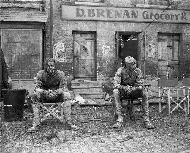 """Леонардо Ди Каприо и Дэниел Дэй-Льюис на съемках фильма """"Банды Нью-Йорка"""", 2002 год."""