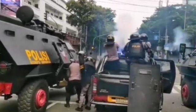 Митинги и столкновения с полицией в Джакарте — столице Индонезии