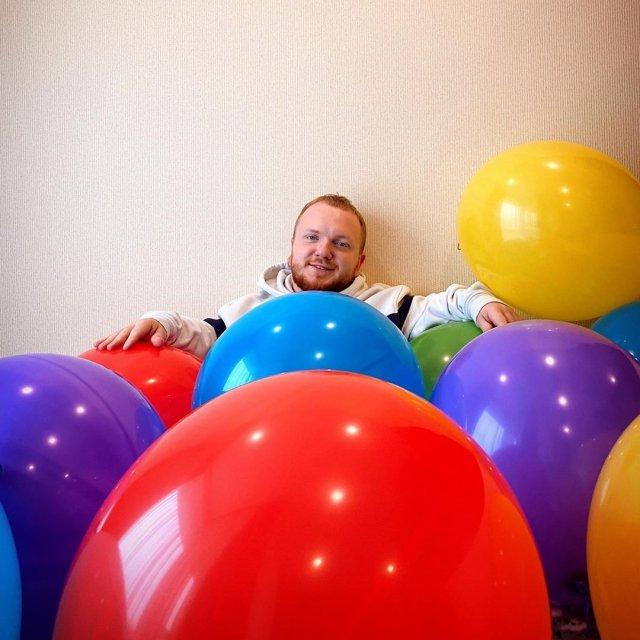 Алексей Савко среди шариков