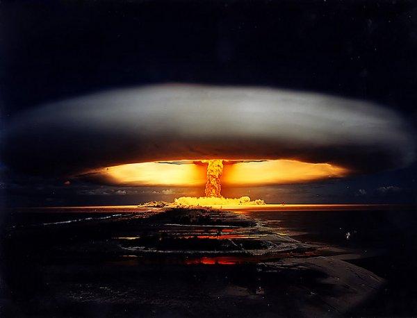 """Испытание """"Единорог"""" французской водородной бомбы на атолле Муруроа 3 июля 1970 года"""