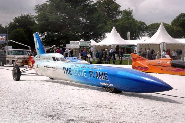 Гэри Габелич на автомобиле Blue Flame устанавливает рекорд скорости