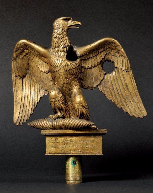 Пробитый пулями французский орёл одного из полков гвардии Наполеона во время битвы при Ватерлоо.