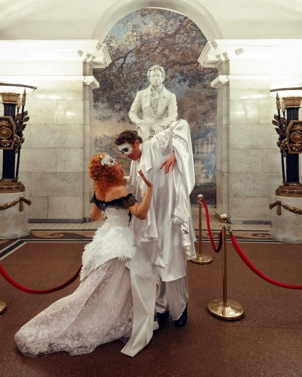 фотосессия на фоне памятника А. С. Пушкина
