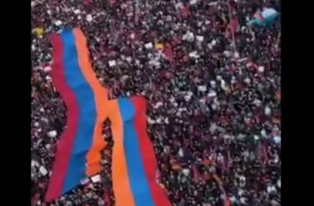 В Лос-Анджелесе около 170 000 армян вышли на митинг в поддержку Нагорного Карабаха